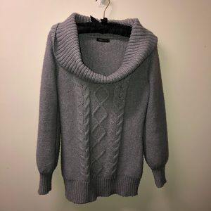 BCBG scoop neck sweater. Size Large.